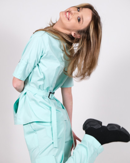 Bluza medicala prevazuta cu cordon reglabil in talie
